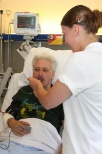 Voor bezoekers geldt dat zij een patiënt niets te eten of te drinken mogen geven zonder eerst met een verpleegkundige te hebben overlegd!